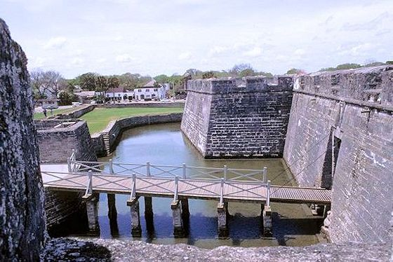 castillo de san marcos entry bridge
